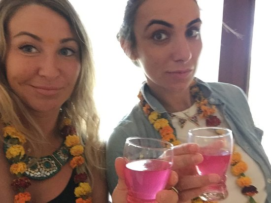 C'est Chine: Welcome rose water drink with our welcome flowers