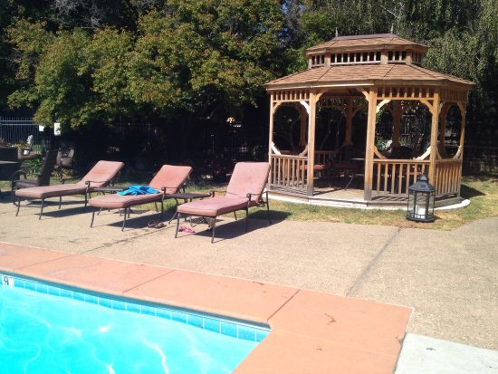 Carmel Valley Lodge: photo2.jpg