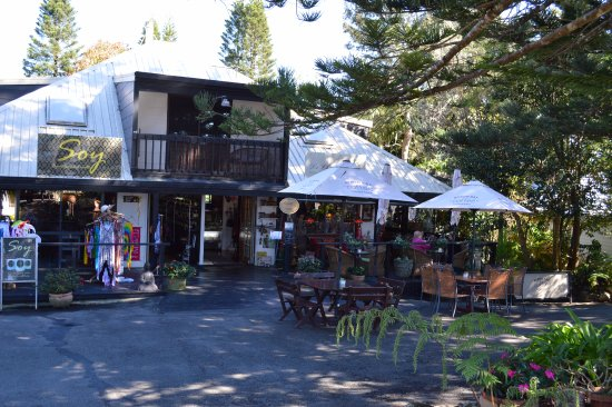 Eagle Heights, Australia: one of the many interesting shops along the walk