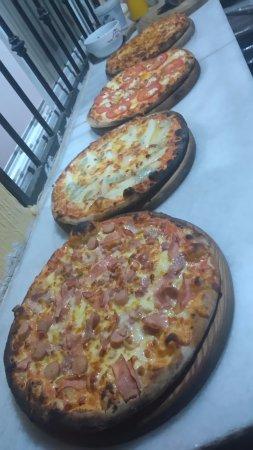 Deliciosas pizzas a la leña