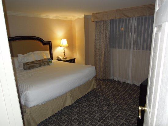 Warwick Denver Hotel: Warwick Hotel Denver - King Suite Bedroom