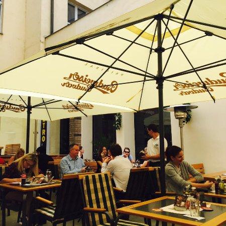 Brewery Hotel U Medvidku : terasa