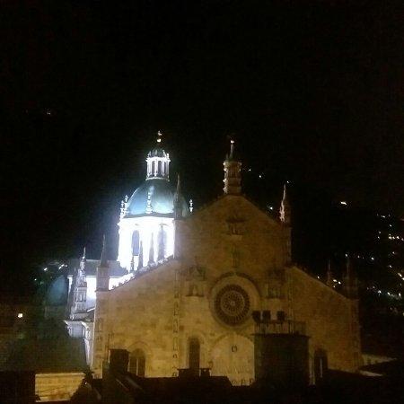 Il Duomo di Como visto dalla terrazza panoramica del ristorante ...