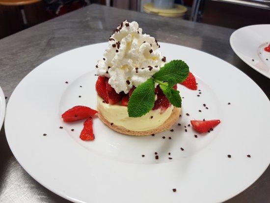 Augne, Frankrike: croûte aux fraises de Montgibaud