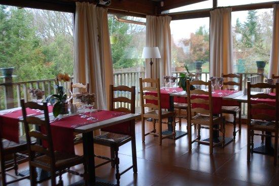 Augne, ฝรั่งเศส: Salle de restaurant, vue sur la nature
