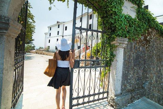 Hotel Kastel : Hotel entrance