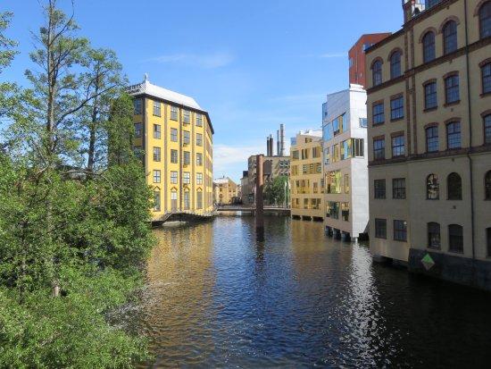 Vy från bron mot Arbetets museum en tidig junidag