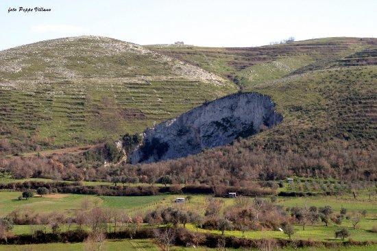 Castel Morrone, Italia: getlstd_property_photo