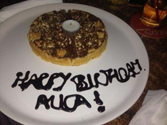 Tamala Cafe Bar: Тортик с нутеллой для деток подарил в четсть Дня рождения дочери Джордж)) было очень приятно