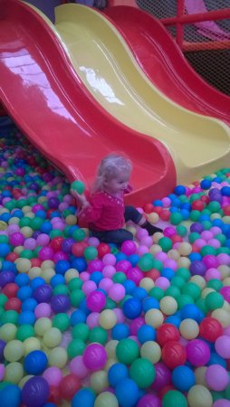 Heidelberg, أستراليا: Fun for the under 5's too, our daughter loved the ball pit.