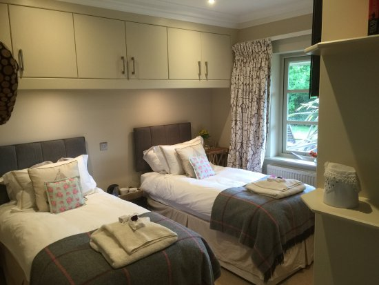 Birdham, UK: Twin room overlooking garden