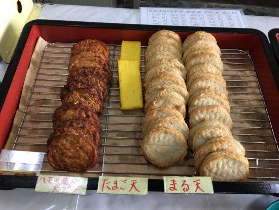 Tsukumi, اليابان: 揚げ物が並ぶ 