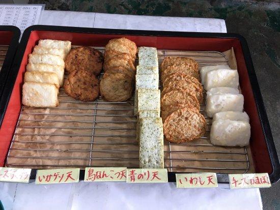 Tsukumi, اليابان: 各種 揚げ物  ぎょろっけ『魚のコロッケ』は、店の奥だった?