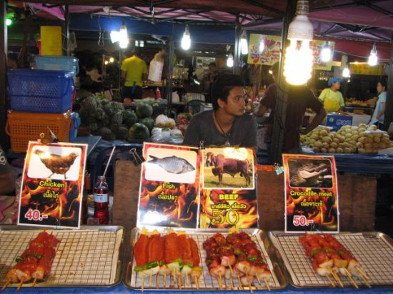 Nirvana Inn : Night food market on the way to Patong beach