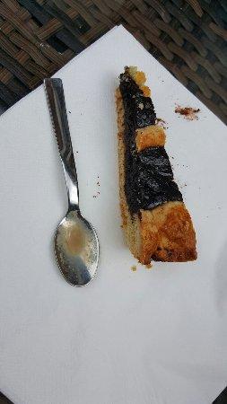 1 euro e 50 per questa briciola di torta.. al Pinelli a Lucca IN CENTRO 1 euro e 50 e' il doppio