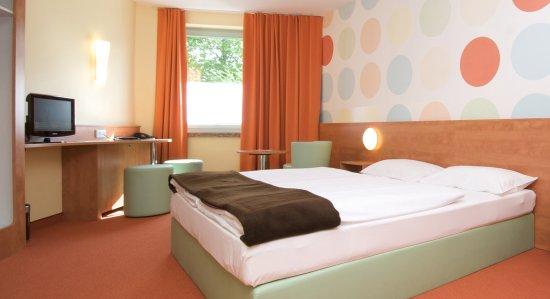 Geisenhausen, Allemagne : Zimmer mit französischem Bett