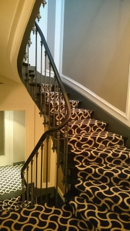 Hotel Harvey: Stairs and corridors renovated
