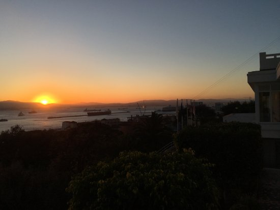 The Rock Hotel Restaurant : Dinner, followed by sunset on the Wisteria Terrace