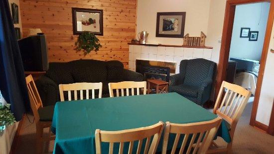 Crandell Mountain Lodge: Zimmer klein aber völlig Ok sehr sauber Super freundliche Menschen dort. Wildlife in der City un