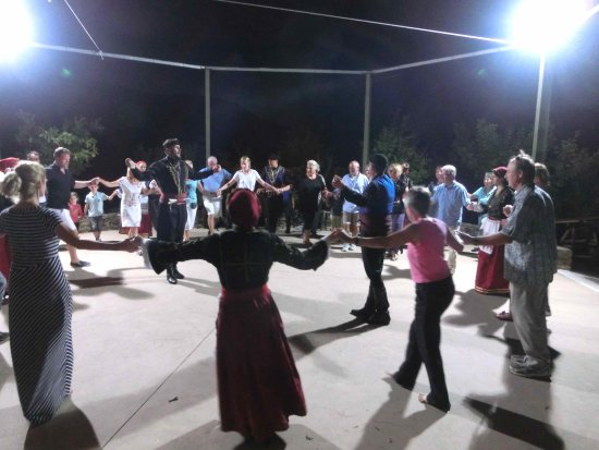 Botanical Park & Gardens of Crete : Cretan dancing.