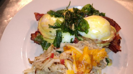 The Old English Inn: Taneycomo Eggs Benedict