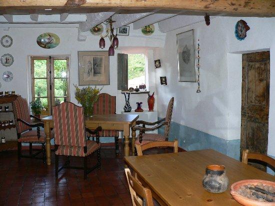 Taurinya, Γαλλία: Un salon ouvert aux artistes