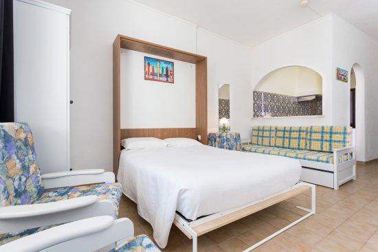 Mayer Apartments: Studio
