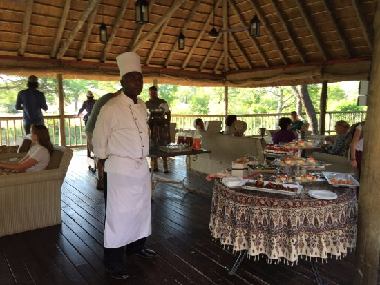 Sabi Sabi Bush Lodge: dining area - always fresh, gorgeous, delicious