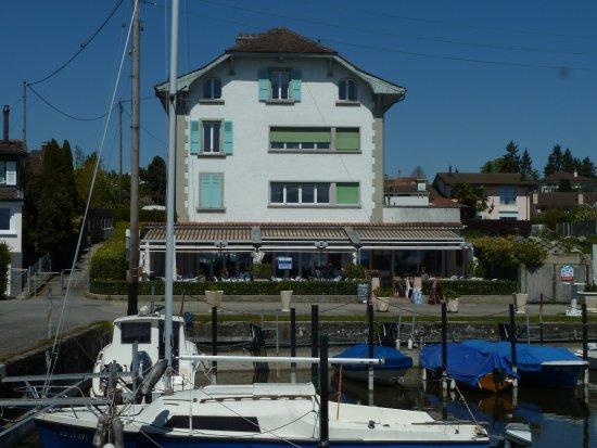 Bistrot du petit port swiss restaurant chemin du petit - Restaurant les terrasses du petit port nantes ...