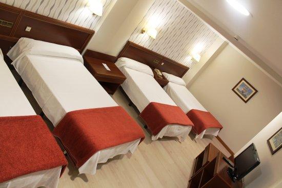 Hotel Villa De Marin: Habitación cuádruple