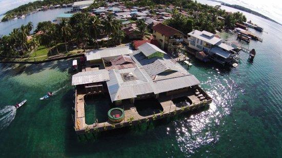 Aqua Lounge Bar & Hostel