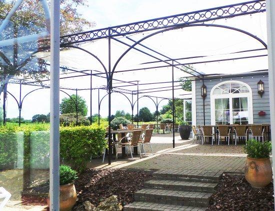 Etiolles Country Club : Exterior