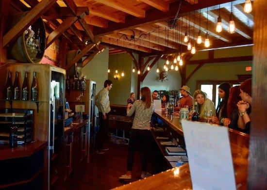 Lovettsville, VA: Main bar