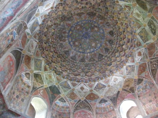 Chini Ka Rauza: 天井部分の見事な幾何学模様