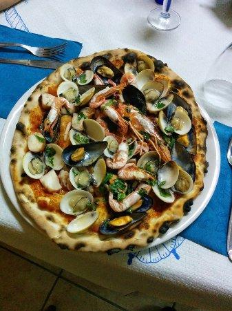 Camigliano, Italy: Pizza ai frutti di mare