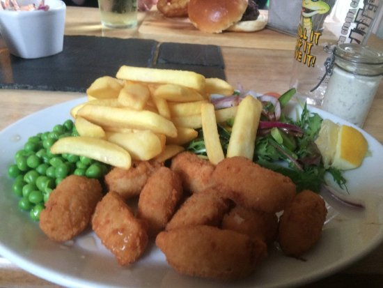 Luxulyan, UK: Scampi, chips, peas & salad