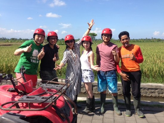 Nusa Dua Peninsula, Indonesia: We were doing ATC cycling across fields and rocks. Wonderful experience!
