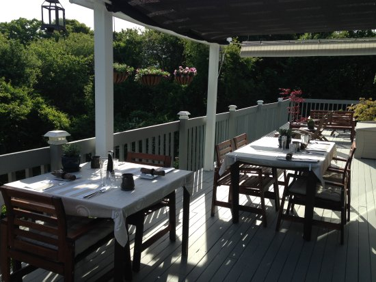 West Barnstable, MA: Breakfast on the deck
