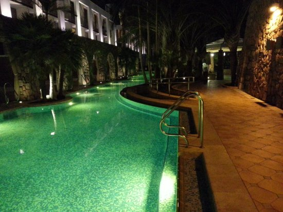 Isrotel Agamim: the pool's side branch at night