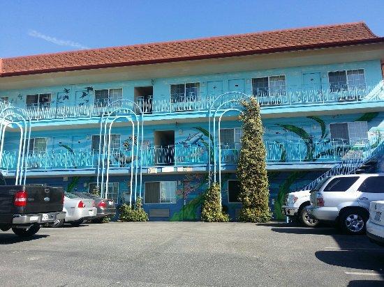 Aqua Breeze Inn: Hotel von außen
