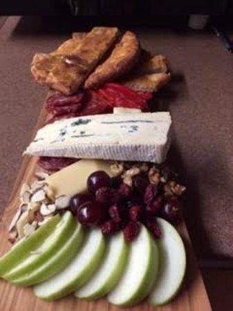 Ligonier Tavern: Wonderful Imported Cheese Tray