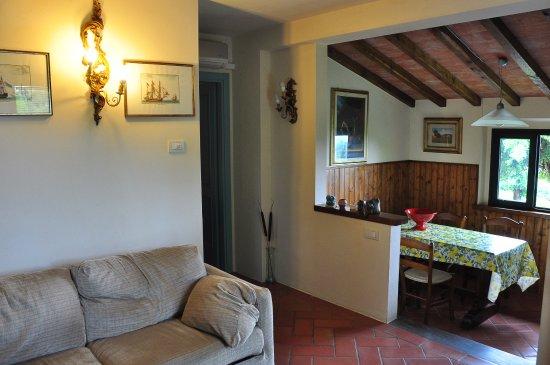 Villa Il Borraccio: Wohn-Esszimmer