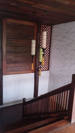 Villa Korbhun Khinbua: Traditional Lana stairs