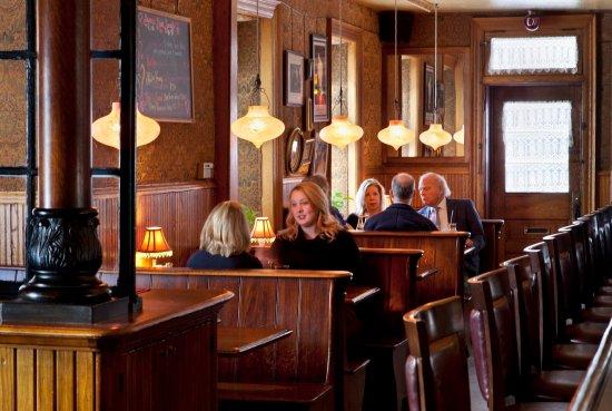 The Washington House Hotel: Bar Booth Dining