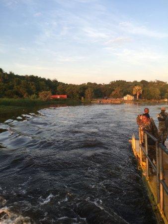 Nile Delta Cruises - Murchison Falls: veerpont over de Nijl