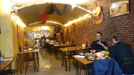 https://media-cdn.tripadvisor.com/media/photo-s/0b/9c/f2/b7/restaurant.jpg