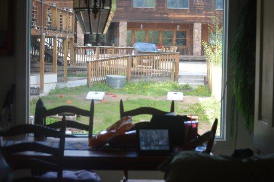 River's Edge Bed and Breakfast at Dodgeton Creek Inn: Corn hole area