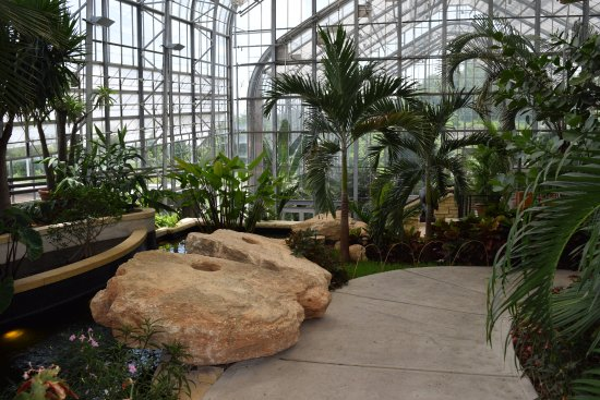 Lauritzen Gardens Omahau0027s Botanical Center: Indoor Walkway.