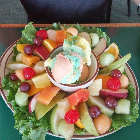 Linn Creek, MO: Tonka Hills Restaurant-A Lake Area Tradition Since 1977