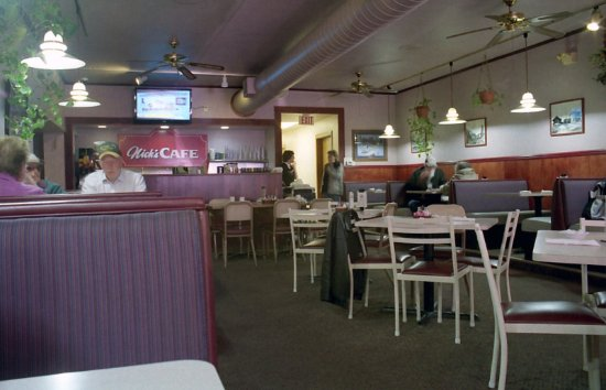 Nick's Cafe: Inside
